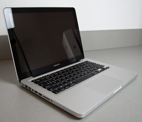 New MacBook Pro 2011 Model Unboxing and First Looks!
