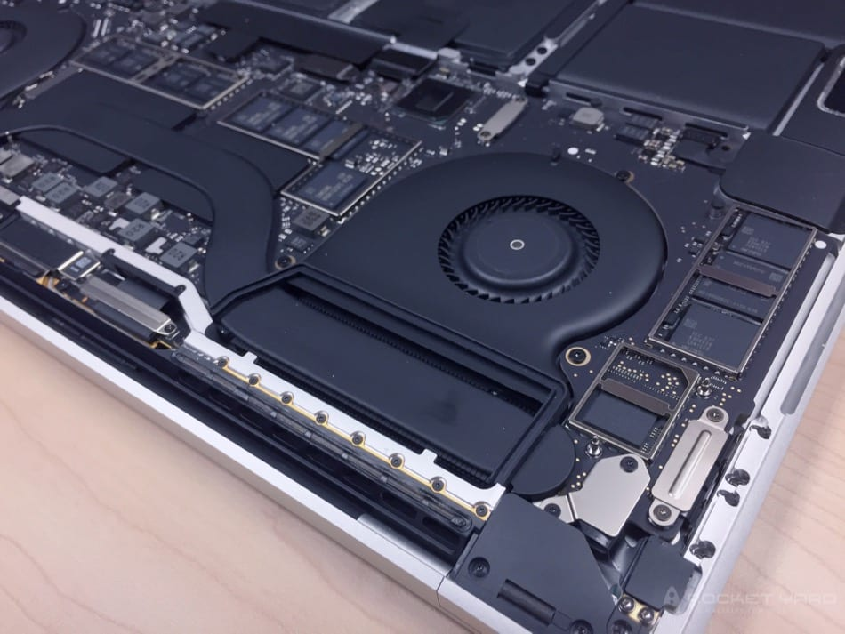 15n-mbp-2016-toubchbar-unbox-inside-23