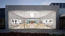 Apple's retail store in Oakbrook, Illinois