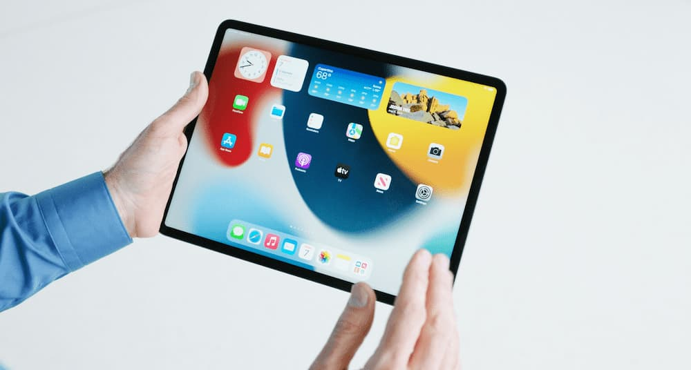 Large Home Screen Widgets come to iPadOS 15. Image via Apple.